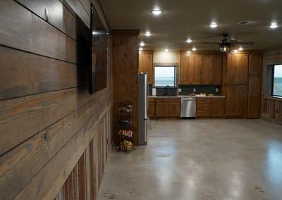barndominium-kitchen-lubbock-wall