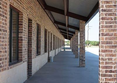 commercial-metal-building-lubbock-brick-columns