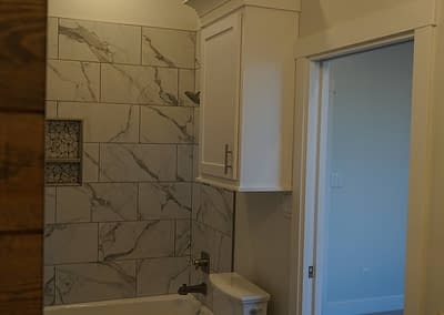 lubbock-baconcrest-new-home-bathroom-shower