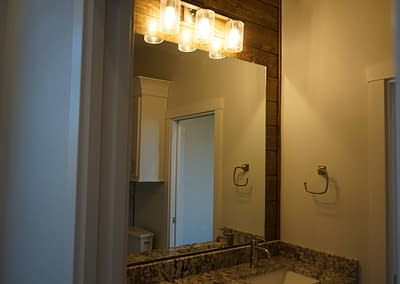 lubbock-baconcrest-new-home-mirror-bathroom