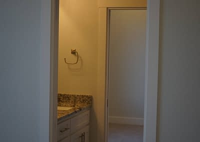 lubbock-baconcrest-new-home-shared-bathroom